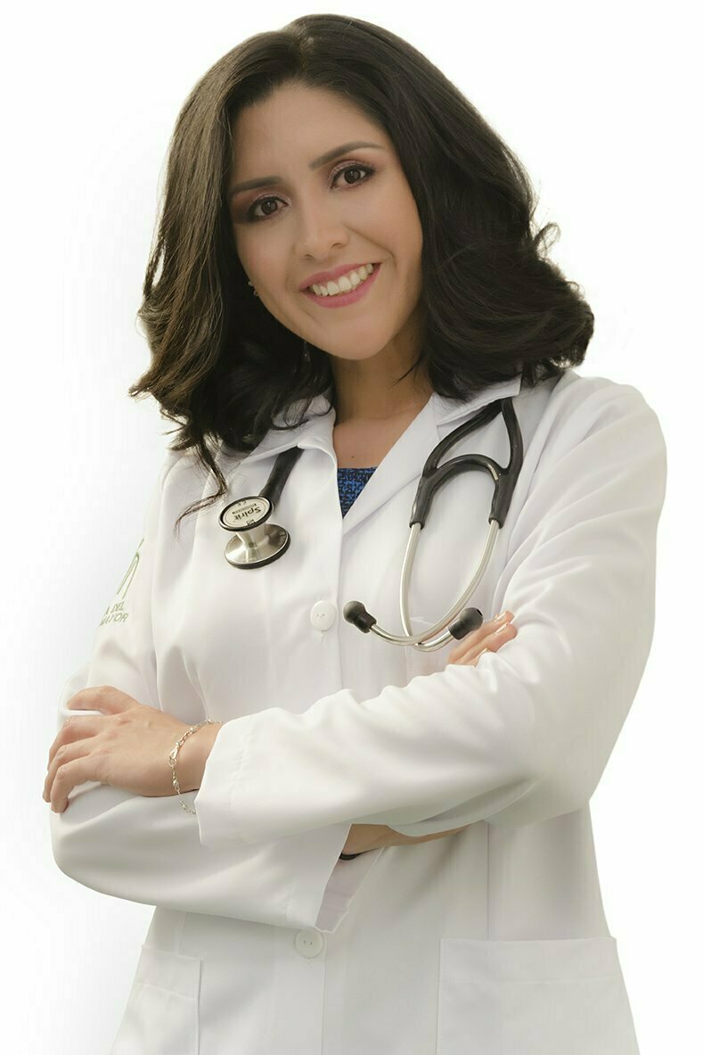 medicina-adulto-mayor-doctora-evelyn-campoverde-foto